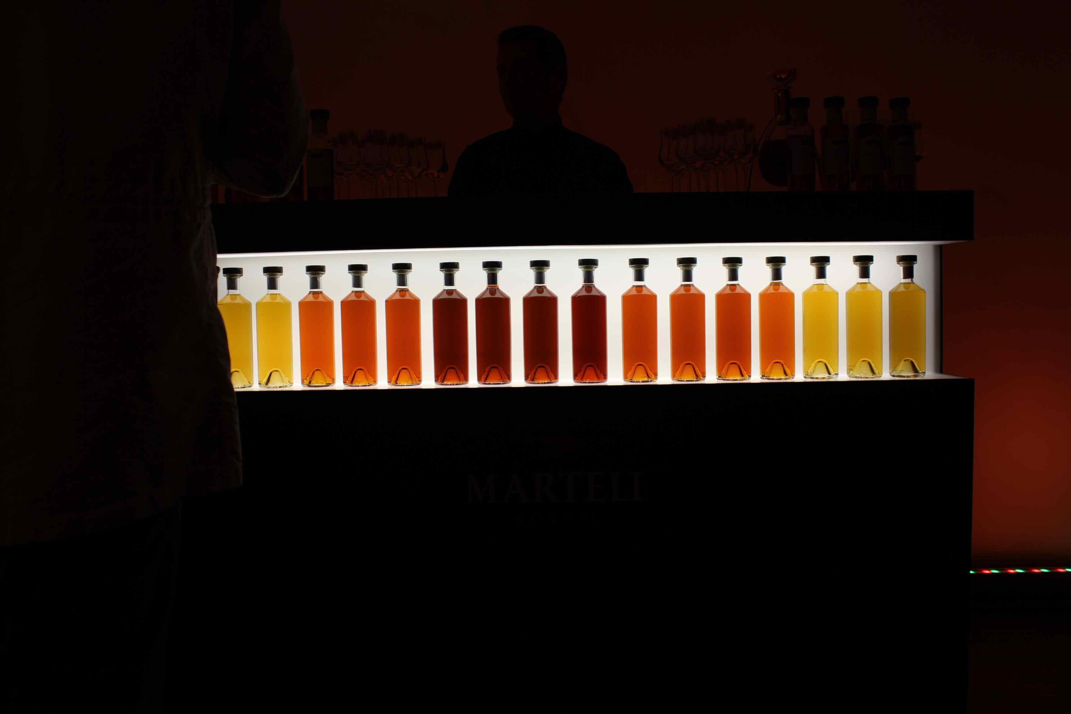 Unterschiedlich Alter Cognac: Farbe deutet Alter an