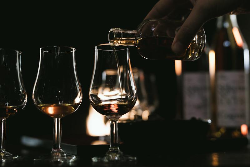 pour cognac in glasses