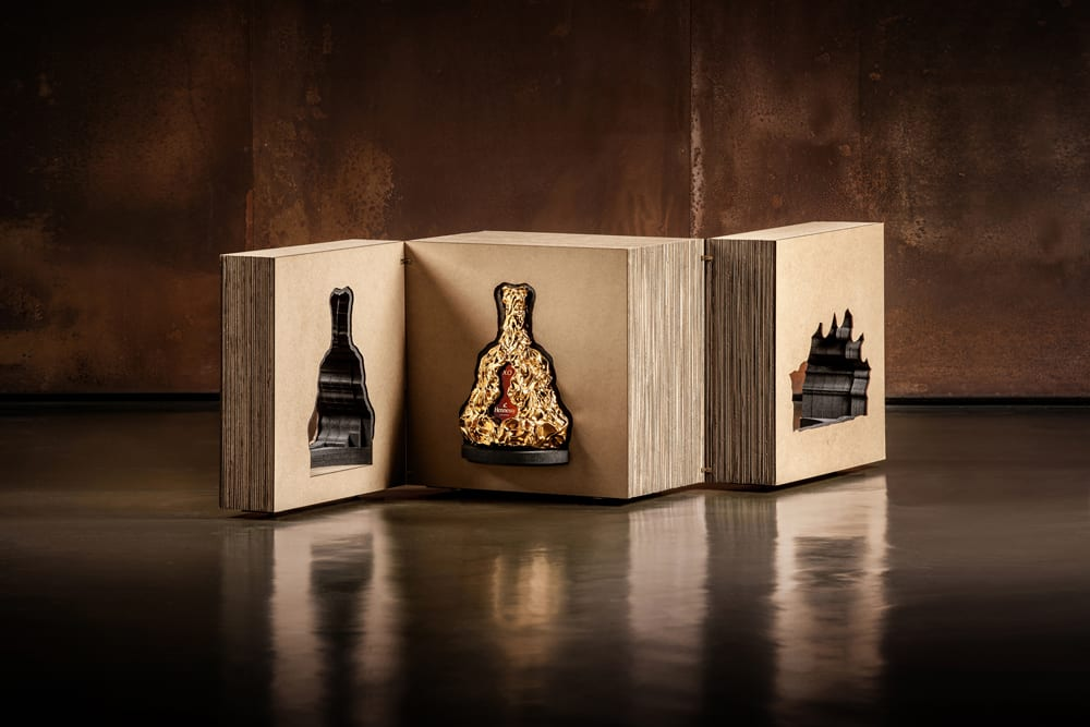 Decanter with packaging in light